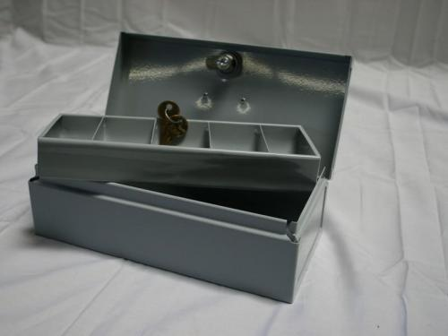 CASH BOX WITH HANDLE & DIVIDED TRAY (10 1/2 x 4 1/2 x 3 1/4)